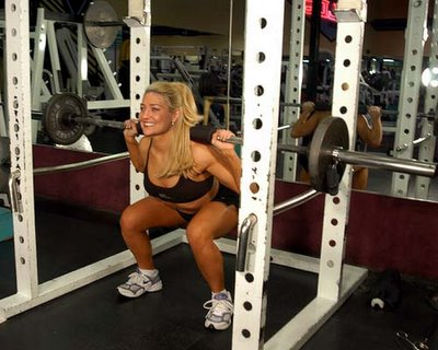 girl doing quat in power rack